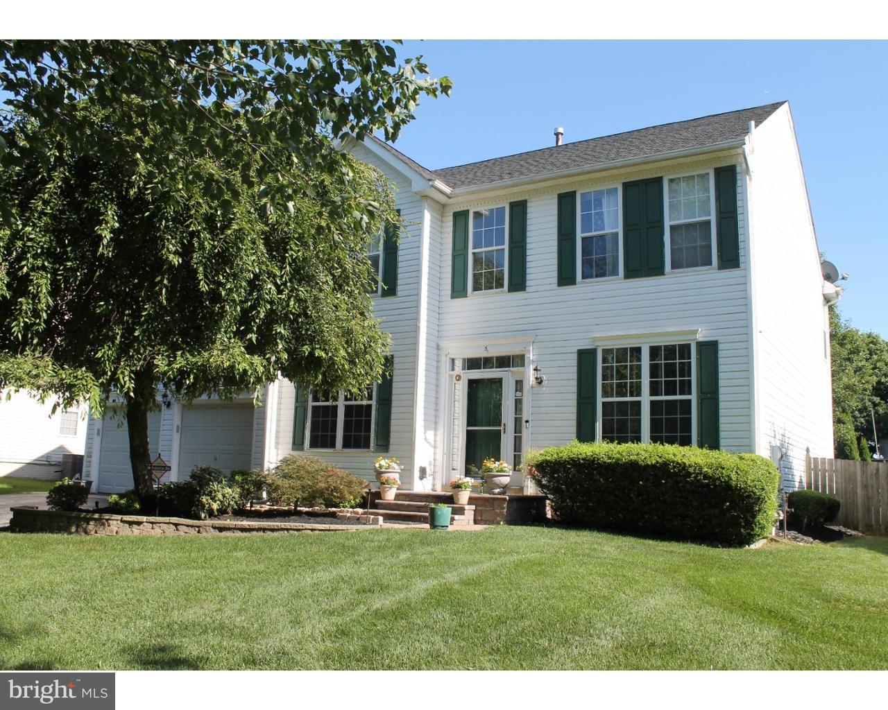 Maison unifamiliale pour l Vente à 3 PEMBERTON Lane East Windsor, New Jersey 08520 États-UnisDans/Autour: East Windsor Township