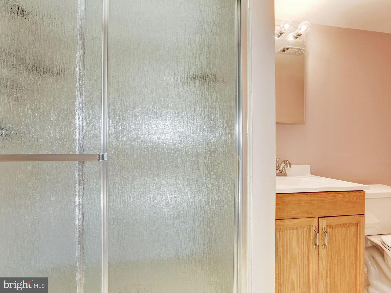 Additional photo for property listing at 8284 Raindrop Way 8284 Raindrop Way Springfield, Virginia 22153 Vereinigte Staaten