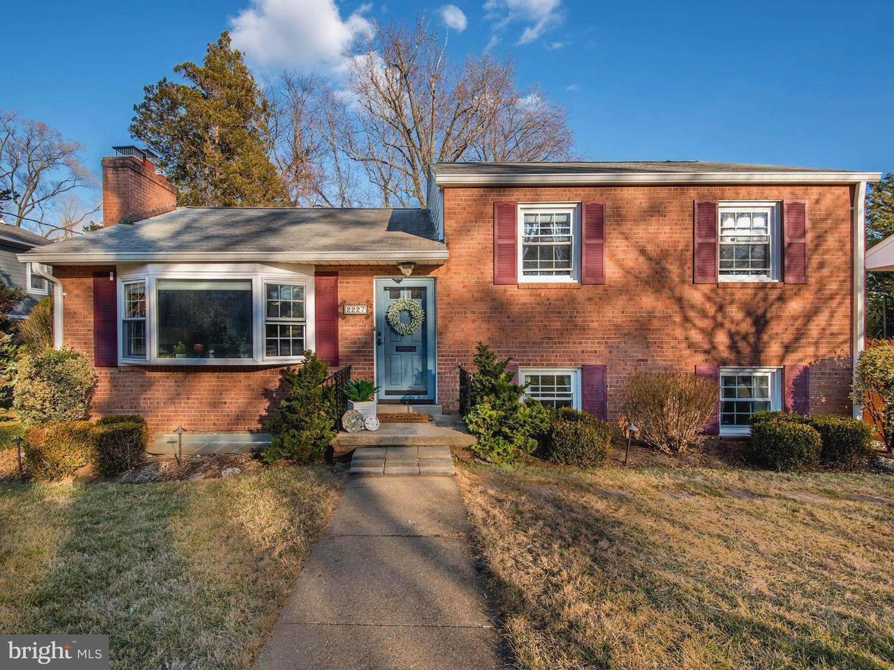 Single Family Home for Sale at 2227 Powhatan St N 2227 Powhatan St N Arlington, Virginia 22205 United States