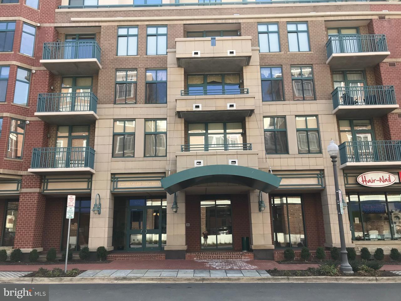Appartement en copropriété pour l Vente à 502 Broad St #222 502 Broad St #222 Falls Church, Virginia 22046 États-Unis
