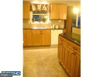 Maison unifamiliale pour l à louer à 411 GARDEN Avenue Browns Mills, New Jersey 08015 États-Unis
