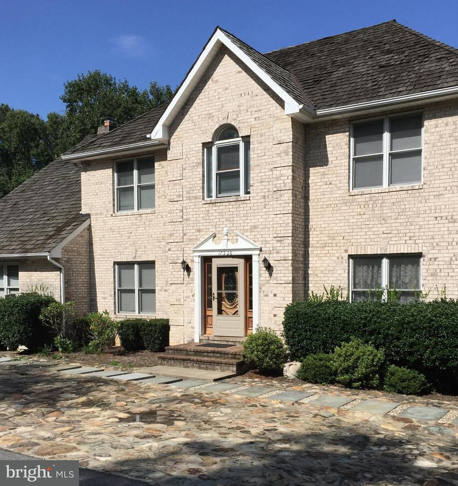 Single Family Home for Sale at 17528 Bowie Mill Road 17528 Bowie Mill Road Derwood, Maryland 20855 United States