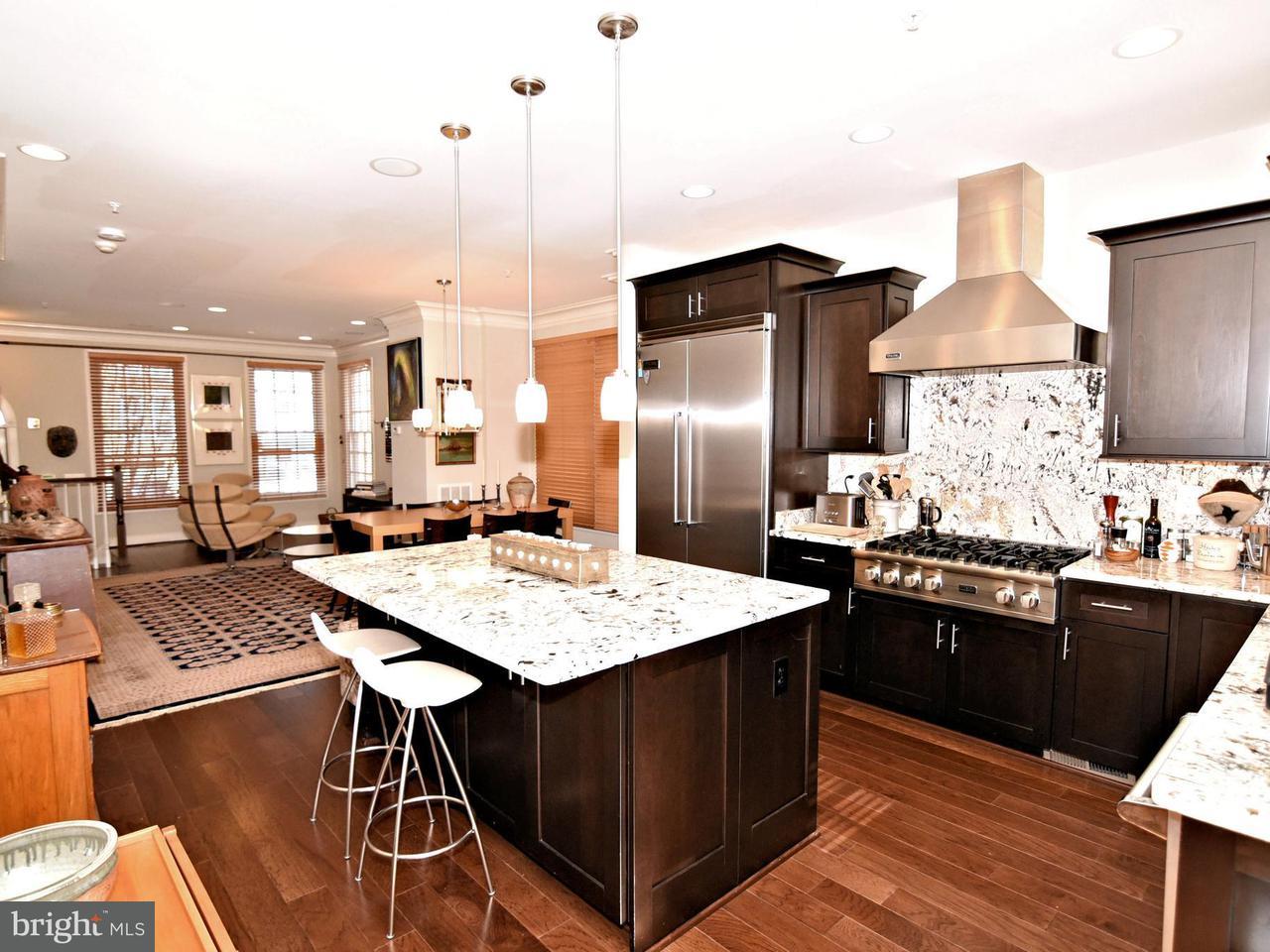 Σπίτι στην πόλη για την Πώληση στο 4452 Macarthur Blvd Nw 4452 Macarthur Blvd Nw Washington, Περιφερεια Τησ Κολουμπια 20007 Ηνωμενεσ Πολιτειεσ