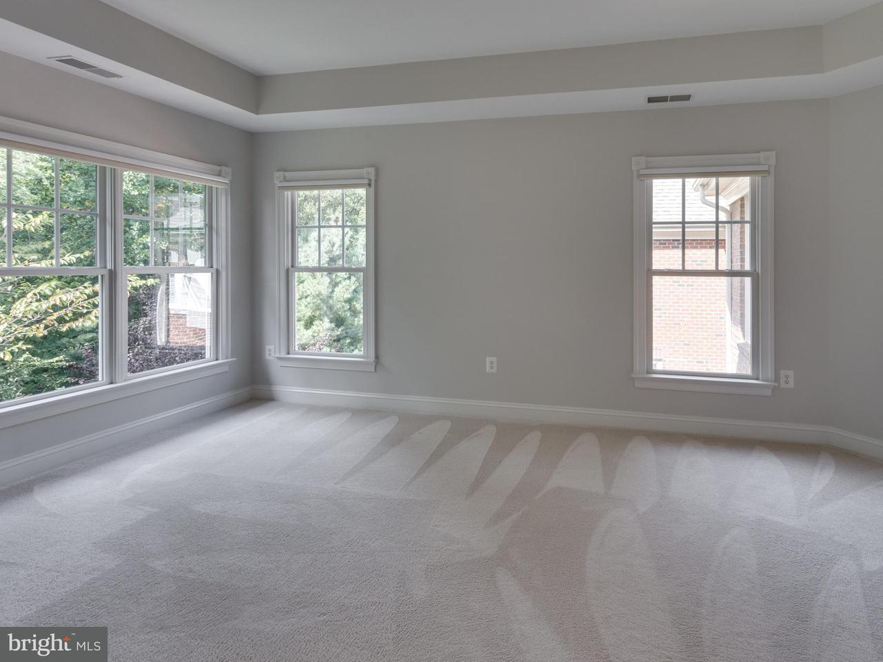 Additional photo for property listing at 9411 Old Reserve Way 9411 Old Reserve Way Fairfax, Virginia 22031 Estados Unidos