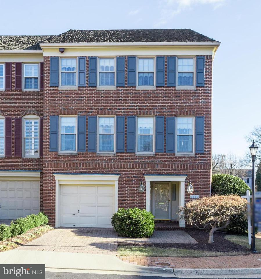 Townhouse for Sale at 2652 Glebe Rd N 2652 Glebe Rd N Arlington, Virginia 22207 United States