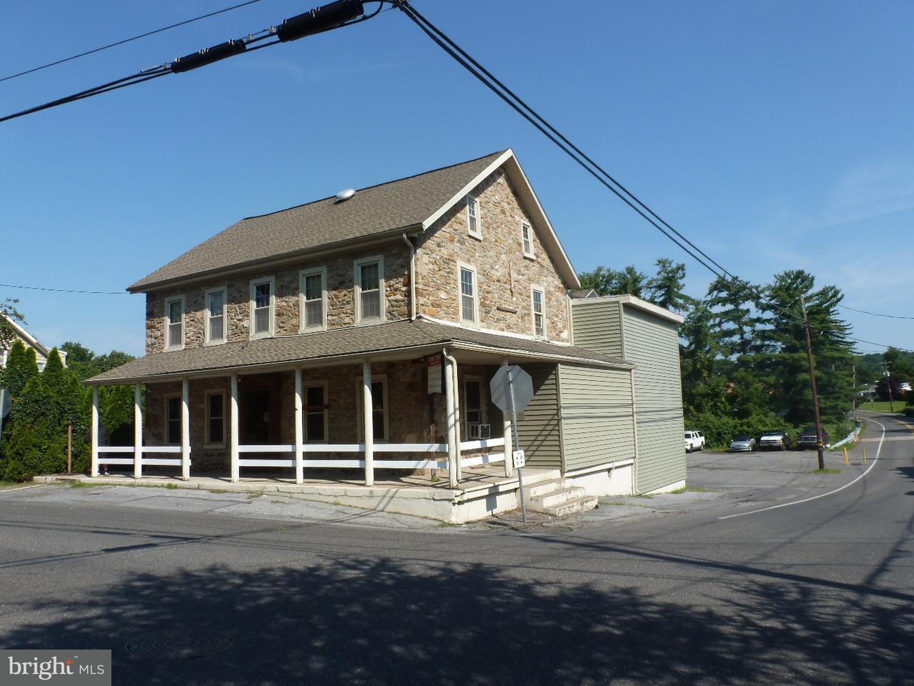 Частный односемейный дом для того Продажа на 3883 MAIN RD W Emmaus, Пенсильвания 18049 Соединенные Штаты