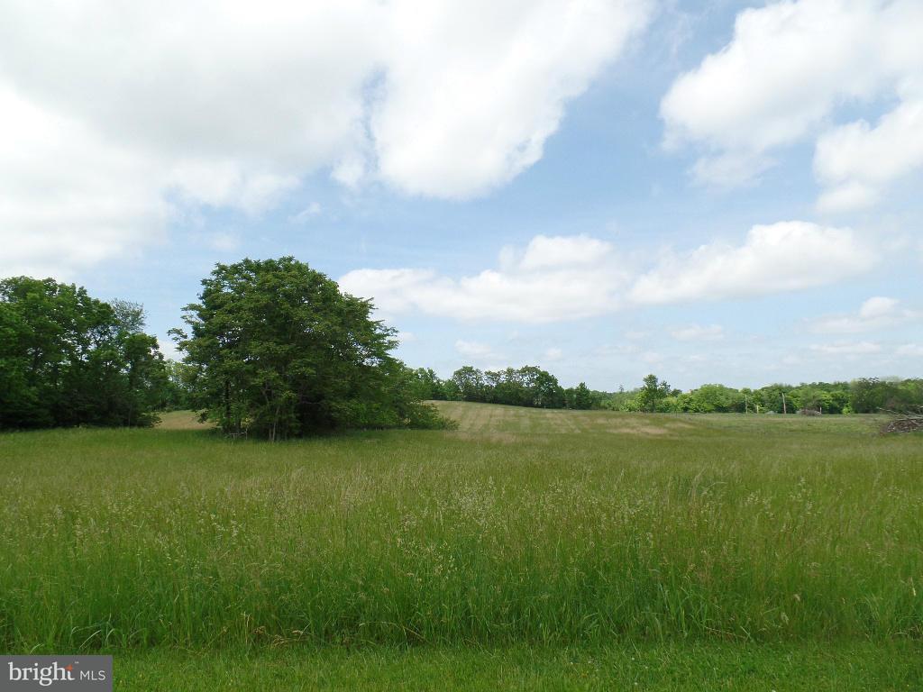 土地 のために 売買 アット Arden Nollville Road Arden Nollville Road Inwood, ウェストバージニア 25428 アメリカ合衆国
