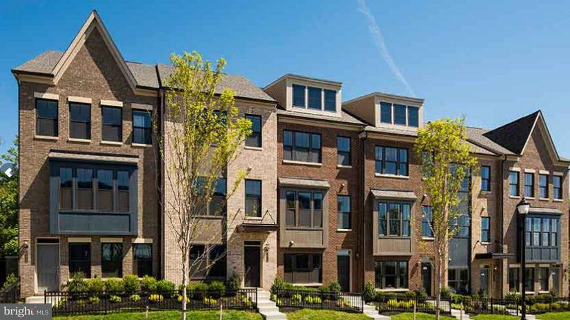 Casa unifamiliar adosada (Townhouse) por un Venta en 6645 Rhode Islande Avenue 6645 Rhode Islande Avenue Riverdale, Maryland 20737 Estados Unidos
