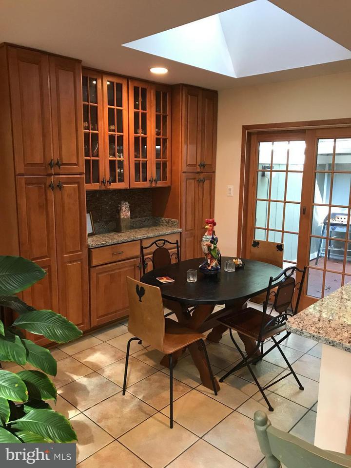 Additional photo for property listing at 11258 Oakton Road 11258 Oakton Road Oakton, Virginia 22124 Estados Unidos