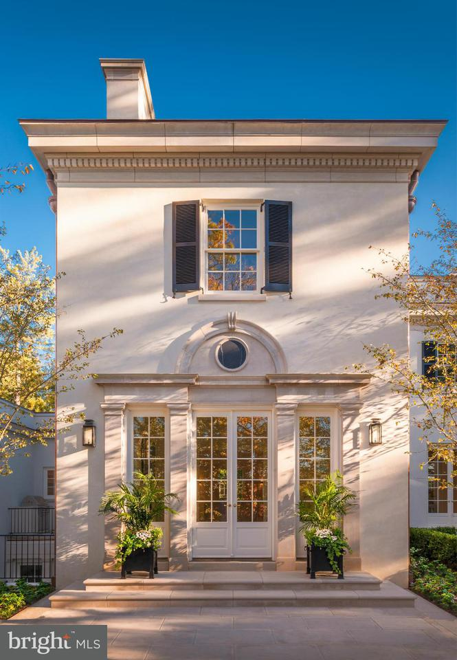 Additional photo for property listing at 3030 Chain Bridge Rd NW  Washington, District Of Columbia 20016 United States