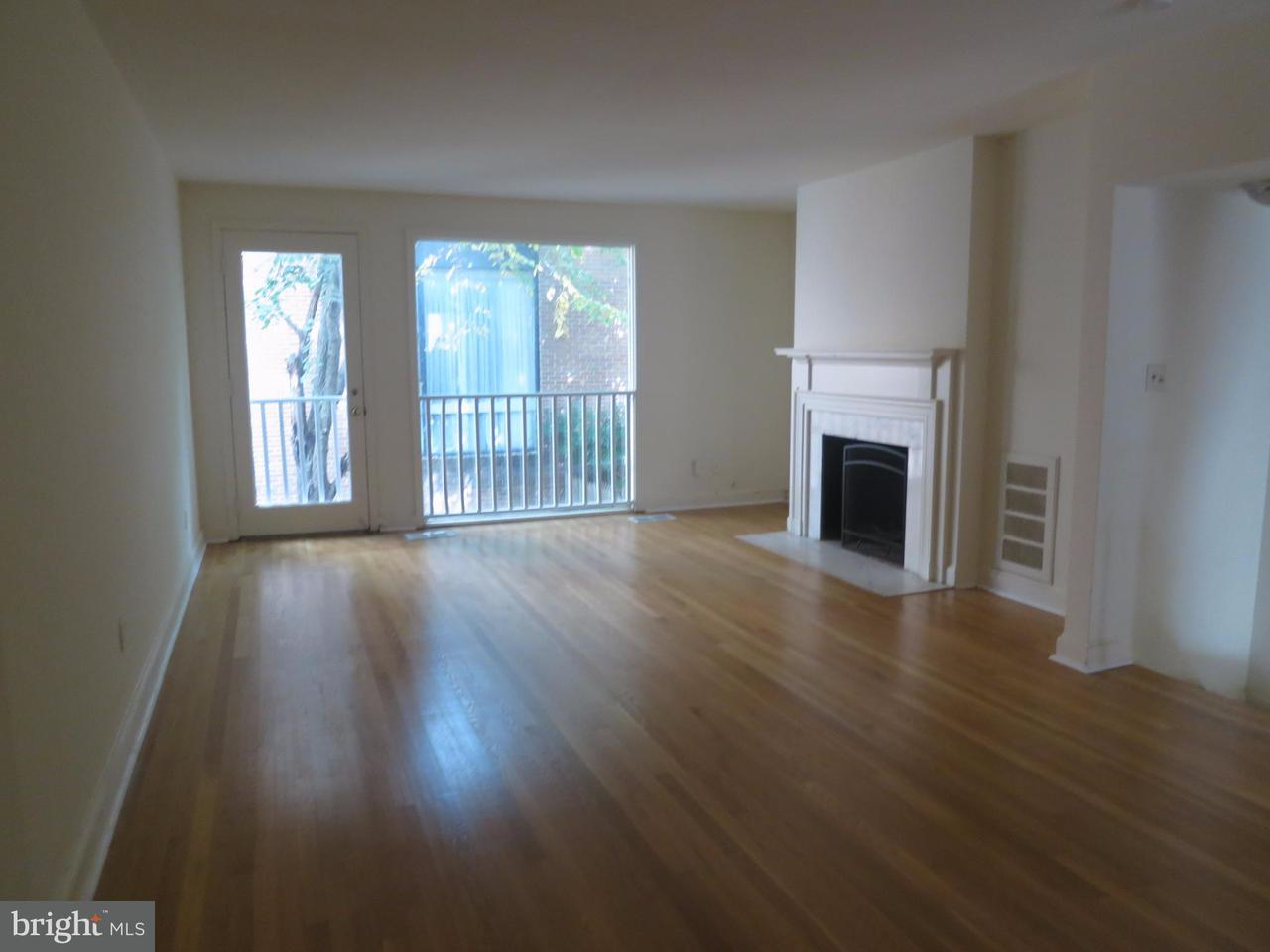 Additional photo for property listing at 2535 Queen Annes Ln NW  Washington, District Of Columbia 20037 United States