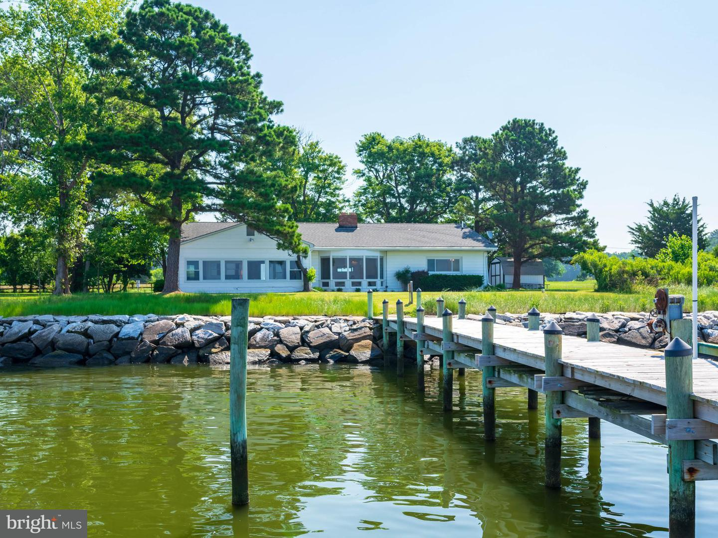 Single Family for Sale at 17935 River Shore Dr Tall Timbers, Maryland 20690 United States