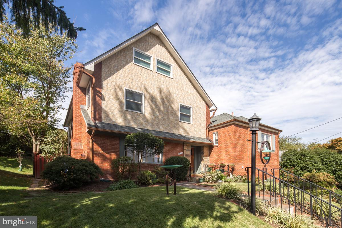 Частный односемейный дом для того Продажа на 5736 26th St Nw 5736 26th St Nw Washington, Округ Колумбия 20015 Соединенные Штаты