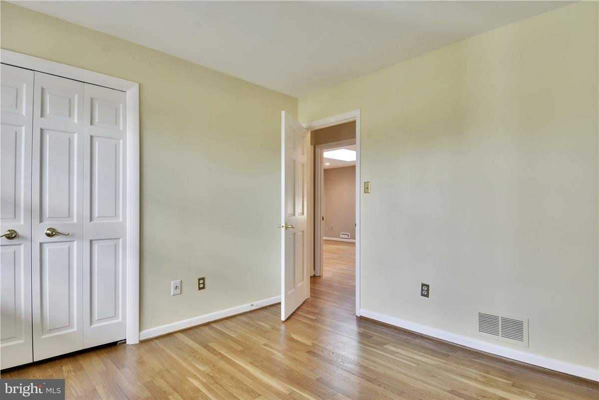 Additional photo for property listing at 2433 Hunter Mill Road 2433 Hunter Mill Road Vienna, Virginia 22181 Vereinigte Staaten