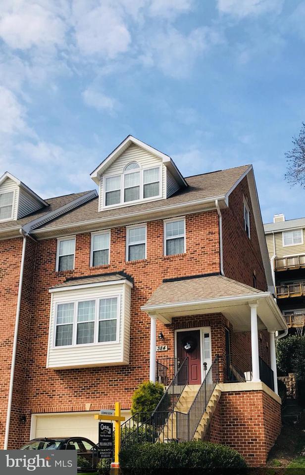 多棟聯建住宅 為 出售 在 384 Myrtle Place 384 Myrtle Place Occoquan, 弗吉尼亞州 22125 美國
