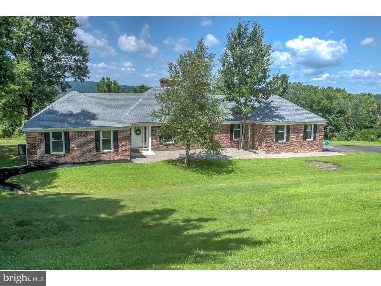 Частный односемейный дом для того Продажа на 515 SUMMIT Lane Riegelsville, Пенсильвания 18077 Соединенные Штаты