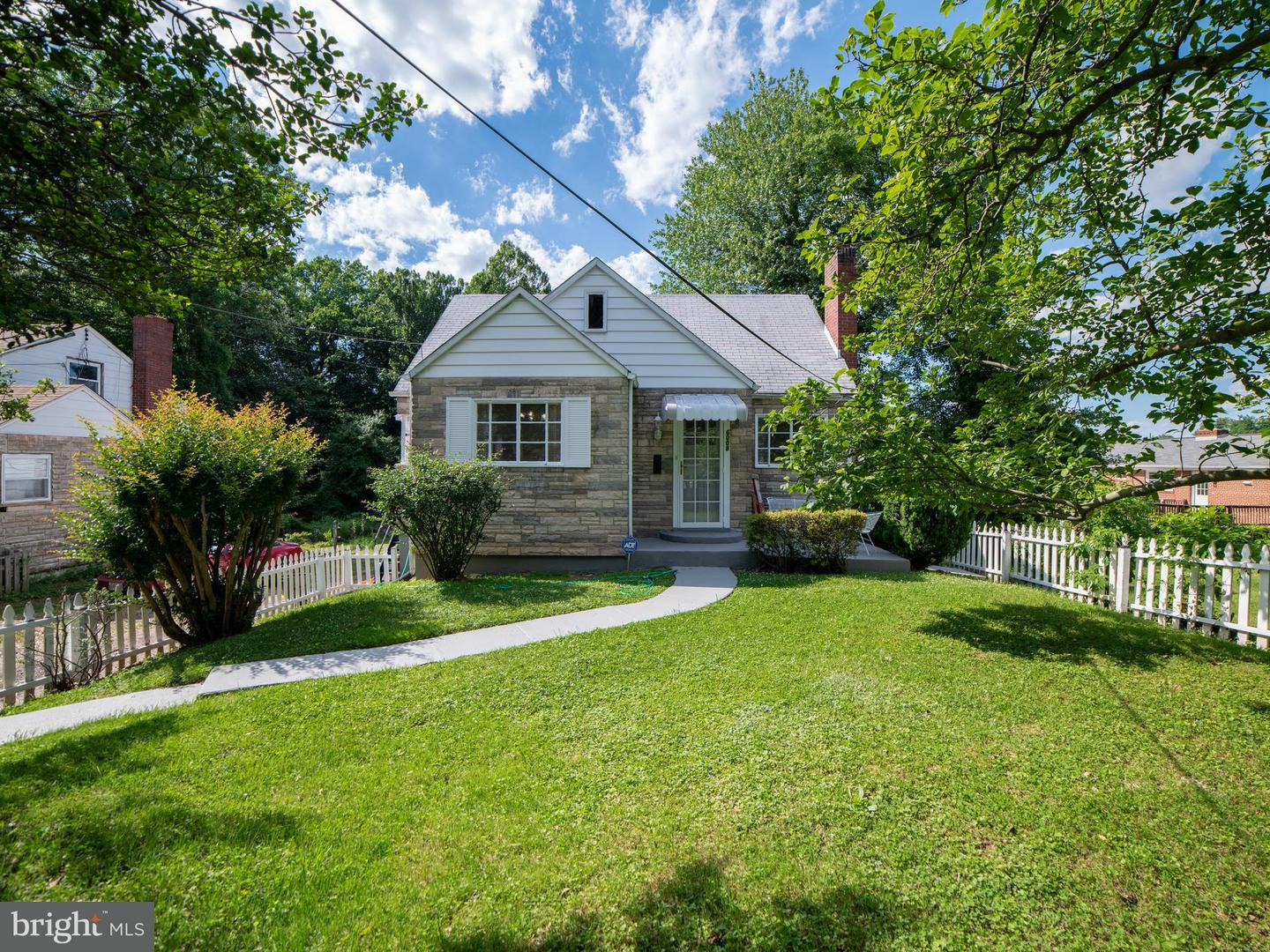Single Family for Sale at 6008 State St Cheverly, Maryland 20785 United States