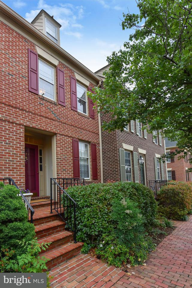 Other Residential for Rent at 621 Columbus St S Alexandria, Virginia 22314 United States