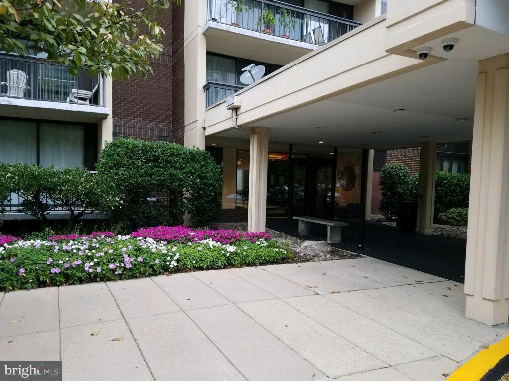 Additional photo for property listing at 7401 Westlake Ter #102  Bethesda, Maryland 20817 United States