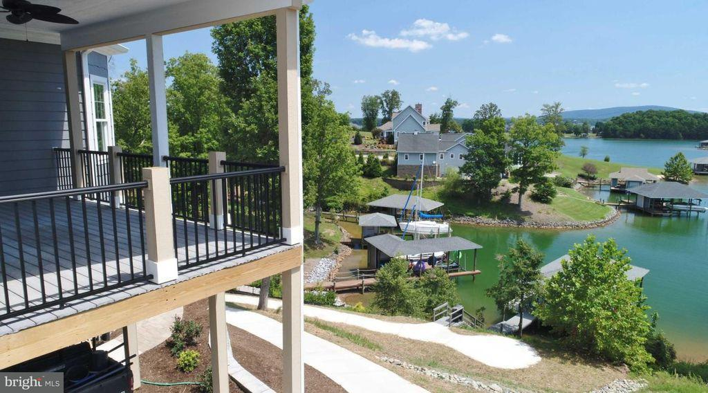 Additional photo for property listing at 271 Compass Cove Circle 271 Compass Cove Circle Moneta, Virginia 24121 Vereinigte Staaten