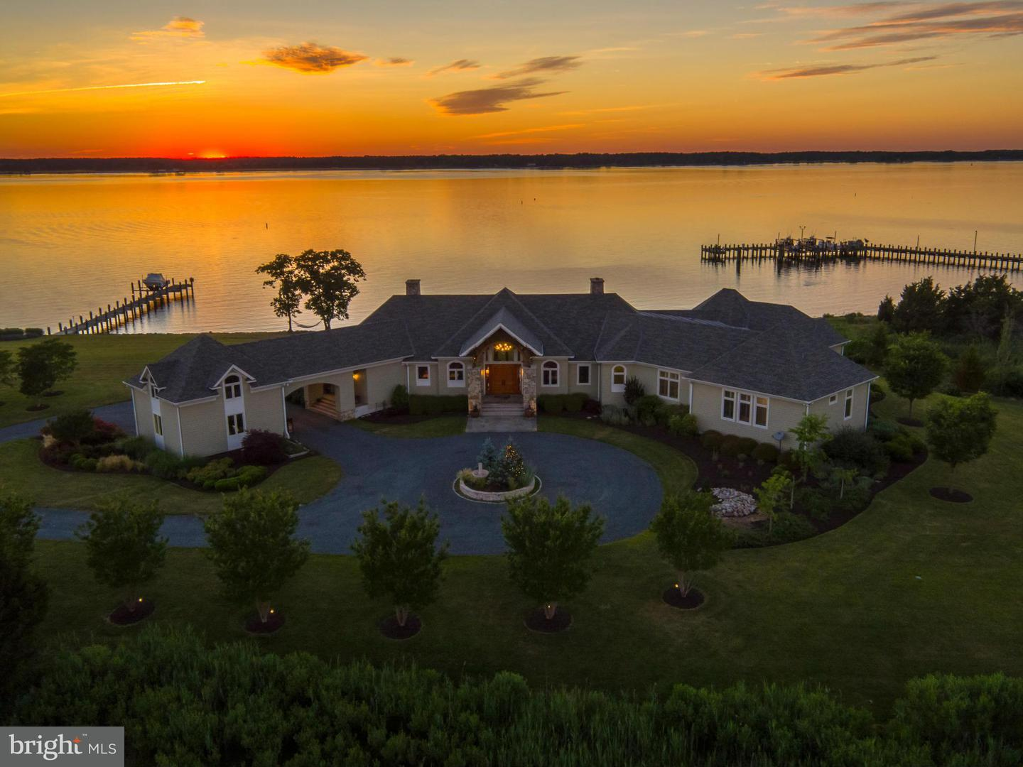 Single Family for Sale at 26108 Bachelors Harbor Dr Oxford, Maryland 21654 United States