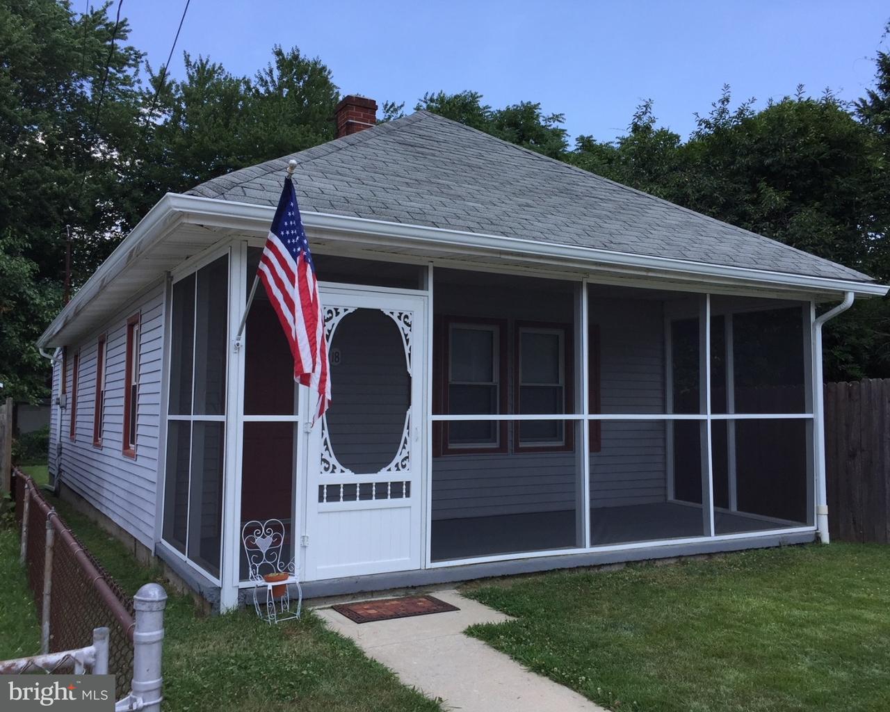 Частный односемейный дом для того Продажа на 18 N BROAD Street Deepwater, Нью-Джерси 08023 Соединенные Штаты