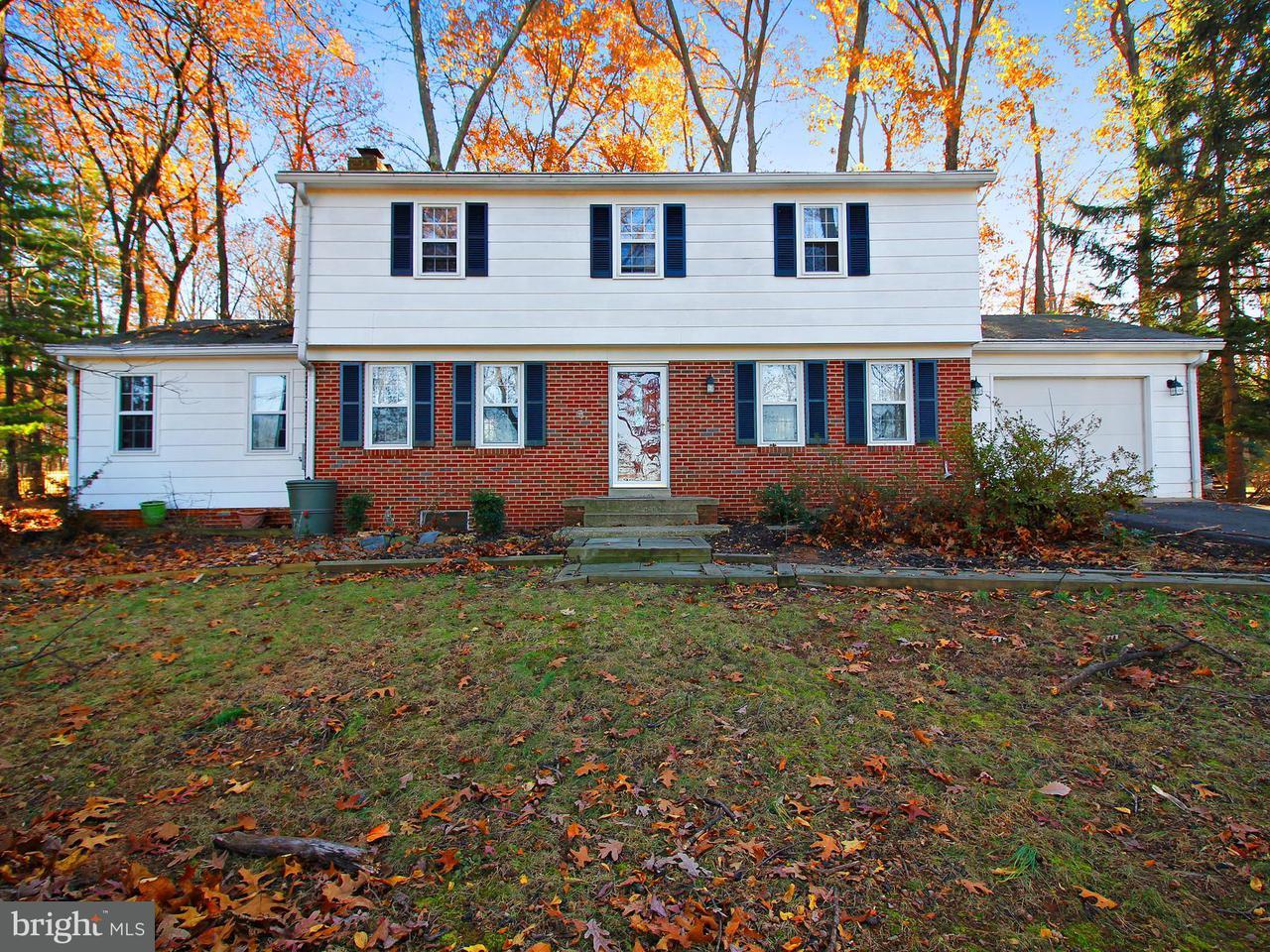 Частный односемейный дом для того Продажа на 18909 Muncaster Road 18909 Muncaster Road Derwood, Мэриленд 20855 Соединенные Штаты