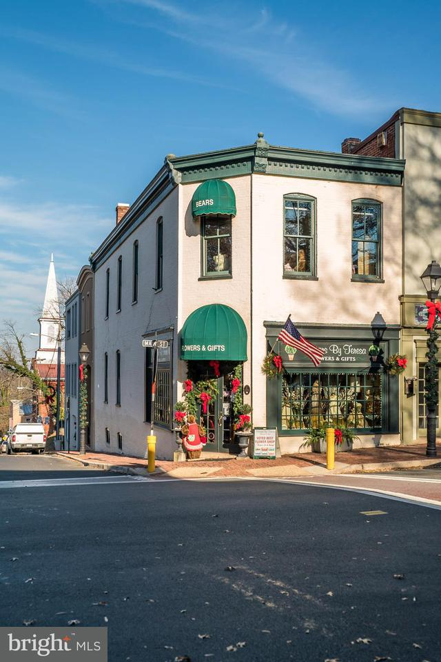 Commerciale per Vendita alle ore 7 Main Street 7 Main Street Warrenton, Virginia 20186 Stati Uniti