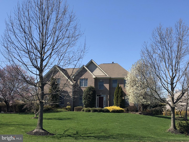 Villa per Vendita alle ore 8 COLONIAL Court Plainsboro, New Jersey 08536 Stati UnitiIn/In giro: Plainsboro Township