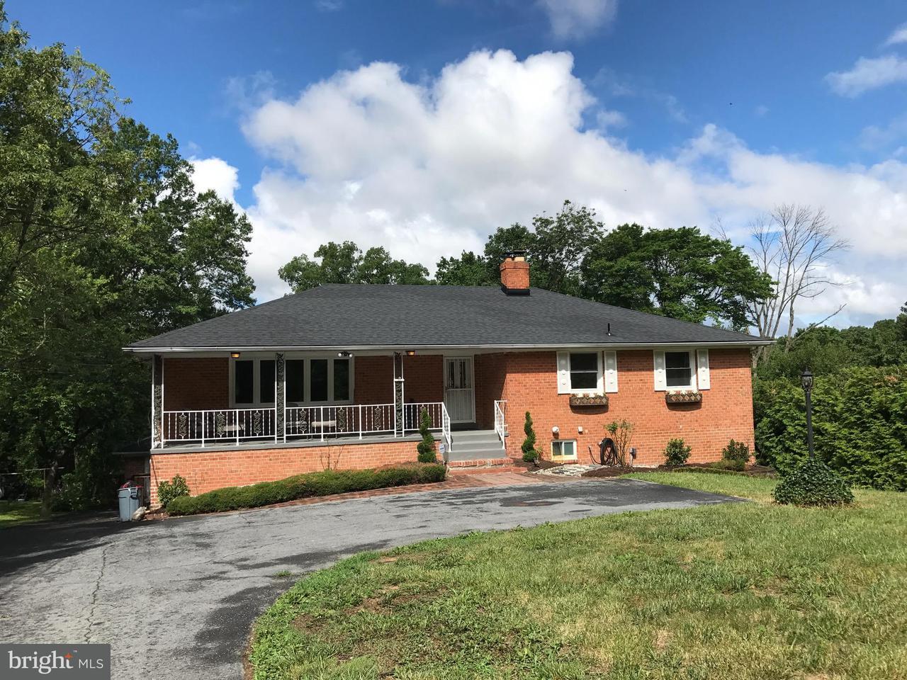 Maison unifamiliale pour l Vente à 11416 Montgomery Road 11416 Montgomery Road Beltsville, Maryland 20705 États-Unis