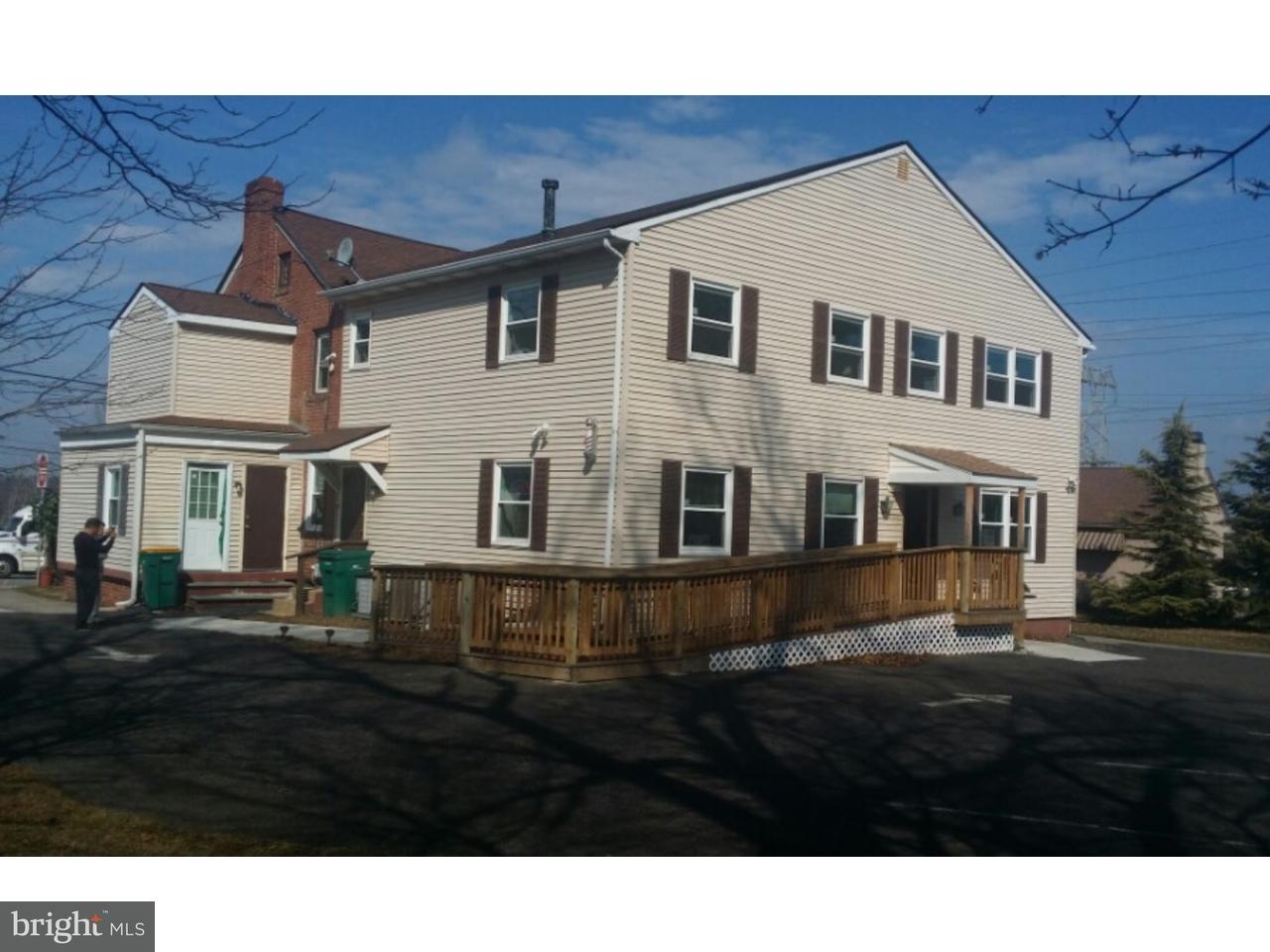 Частный односемейный дом для того Аренда на 1320 DEKALB PIKE #REAR U Blue Bell, Пенсильвания 19422 Соединенные Штаты
