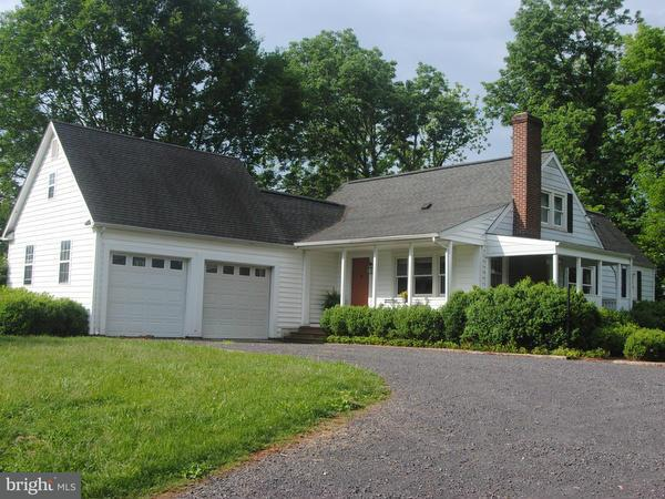 Single Family for Sale at 8490 Pump House Rd Somerset, Virginia 22972 United States