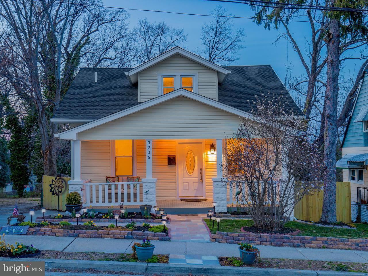 獨棟家庭住宅 為 出售 在 3206 Varnum Street 3206 Varnum Street Mount Rainier, 馬里蘭州 20712 美國