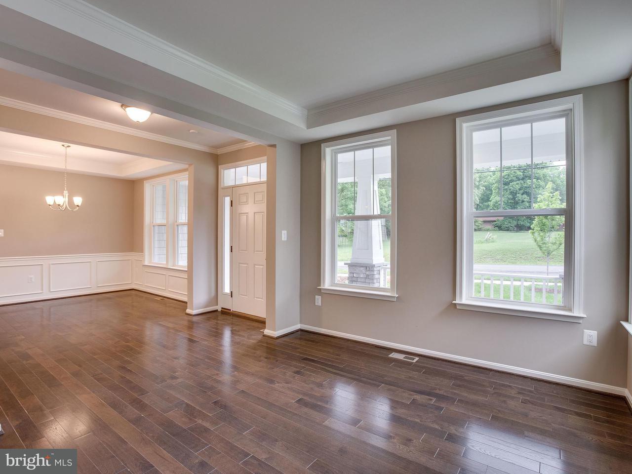 Частный односемейный дом для того Продажа на 8301 Old Sonoma Place 8301 Old Sonoma Place Bristow, Виргиния 20136 Соединенные Штаты
