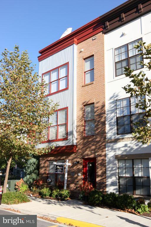联栋屋 为 销售 在 4540 Longfellow Street 4540 Longfellow Street Hyattsville, 马里兰州 20781 美国