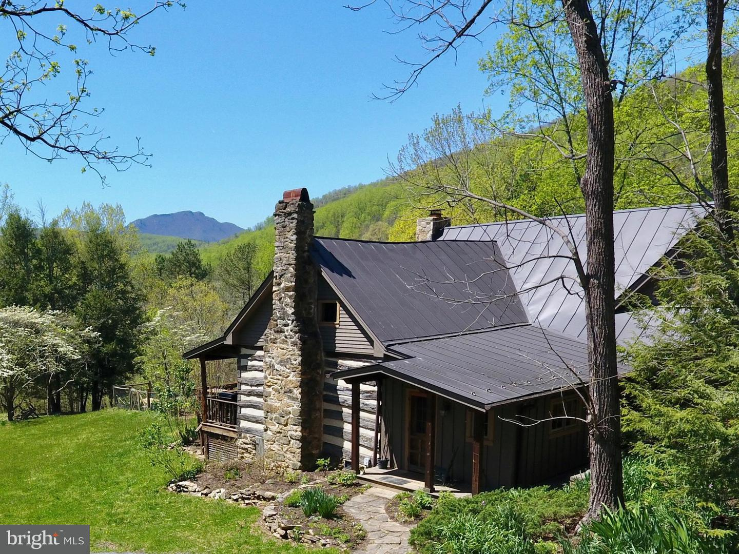 Single Family for Sale at 11 Penny Ln Sperryville, Virginia 22740 United States