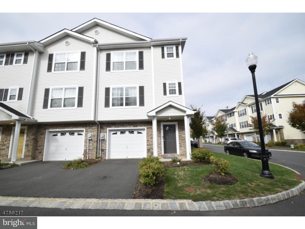Таунхаус для того Продажа на 3 KEENAN Street Somerset, Нью-Джерси 08873 Соединенные ШтатыВ/Около: Franklin Township