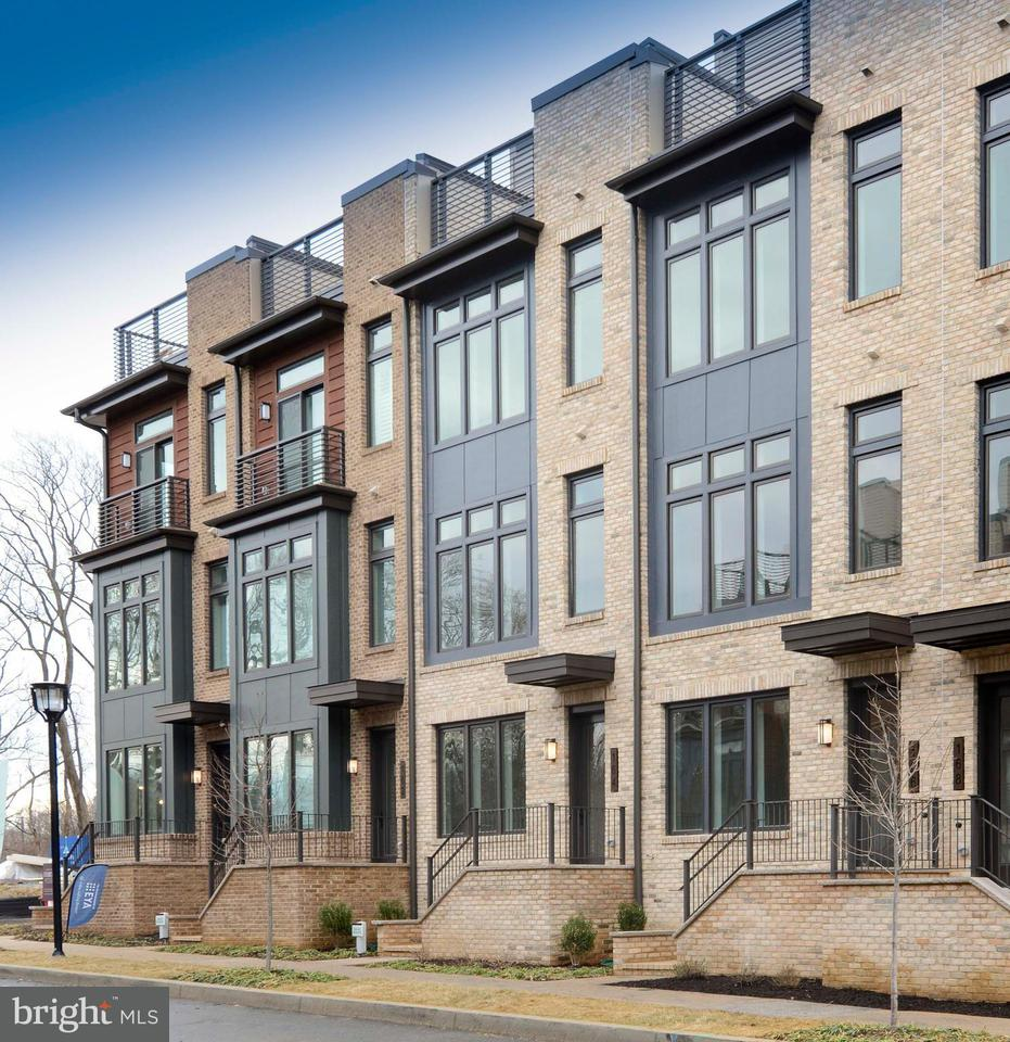 Townhouse for Sale at 164 Winsome Cir #Everett 164 Winsome Cir #Everett Bethesda, Maryland 20814 United States