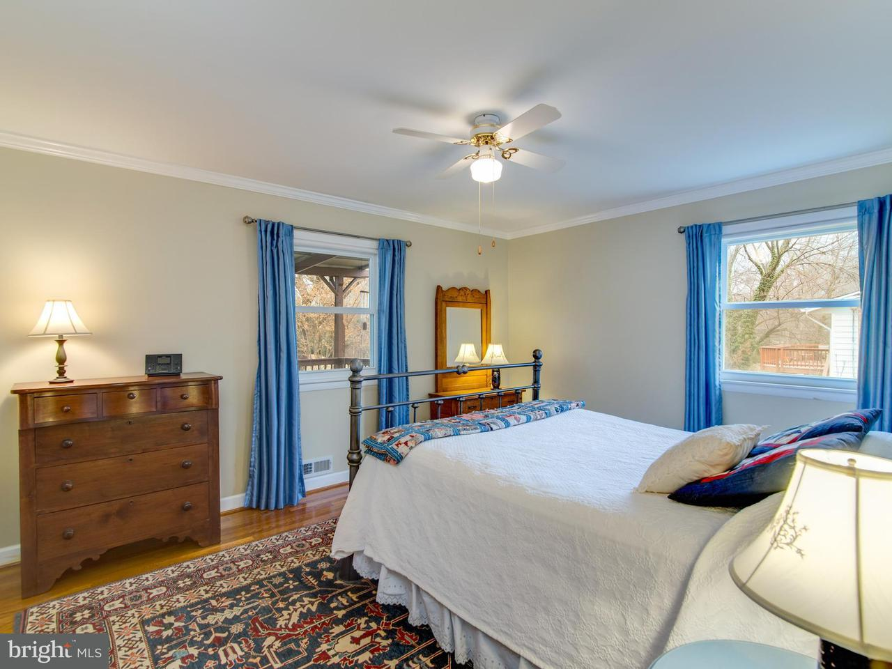 Additional photo for property listing at 10306 Wood Road 10306 Wood Road Fairfax, 弗吉尼亞州 22030 美國