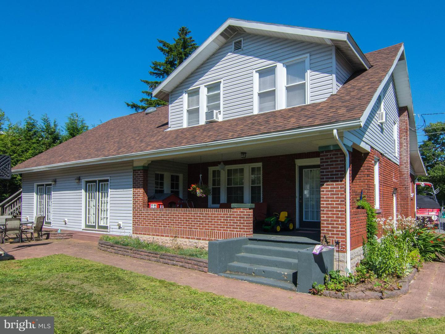 Single Family for Sale at 205 Main St Accident, Maryland 21520 United States