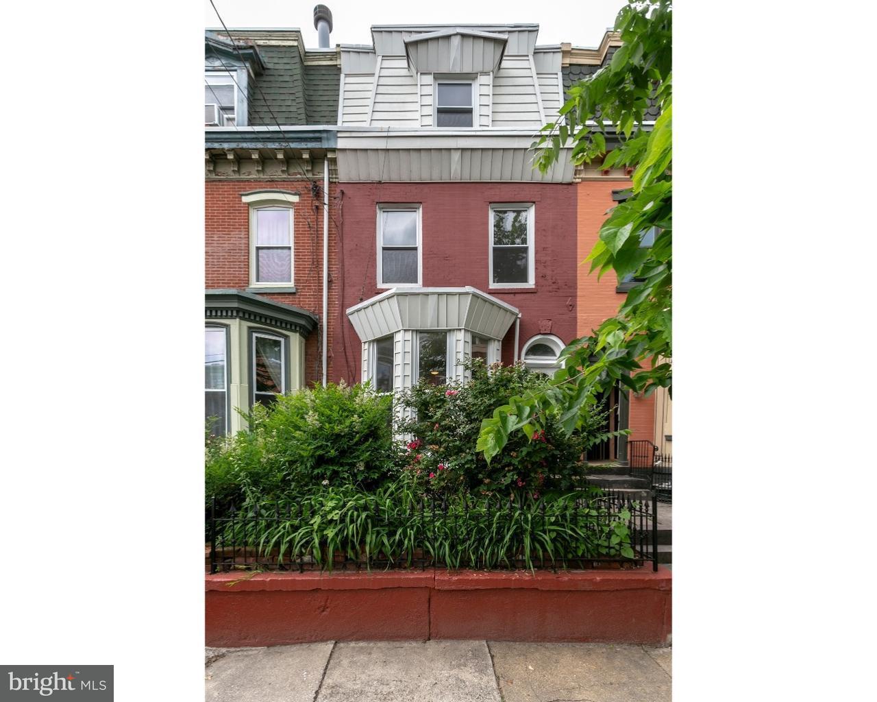 Maison unifamiliale pour l Vente à 2207 BAINBRIDGE Street Philadelphia, Pennsylvanie 19146 États-Unis