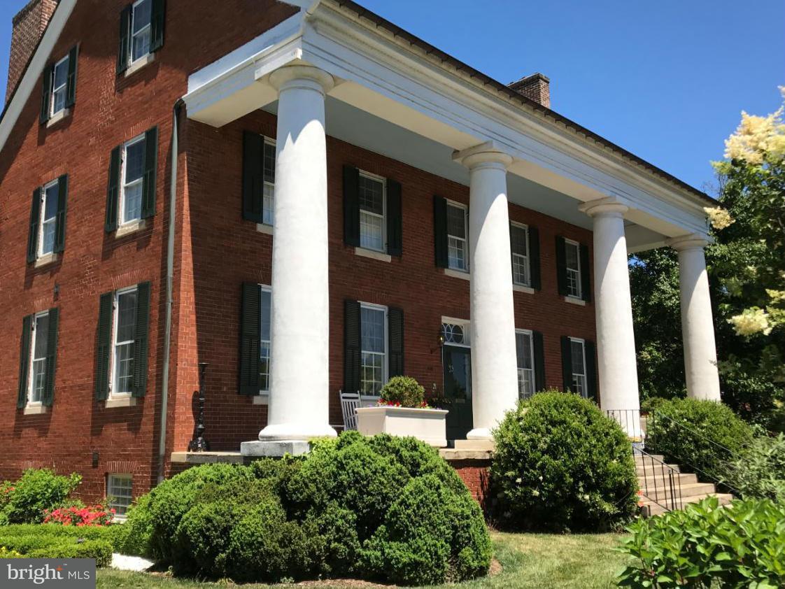 独户住宅 为 销售 在 307 Amelia Street 307 Amelia Street Fredericksburg, 弗吉尼亚州 22401 美国