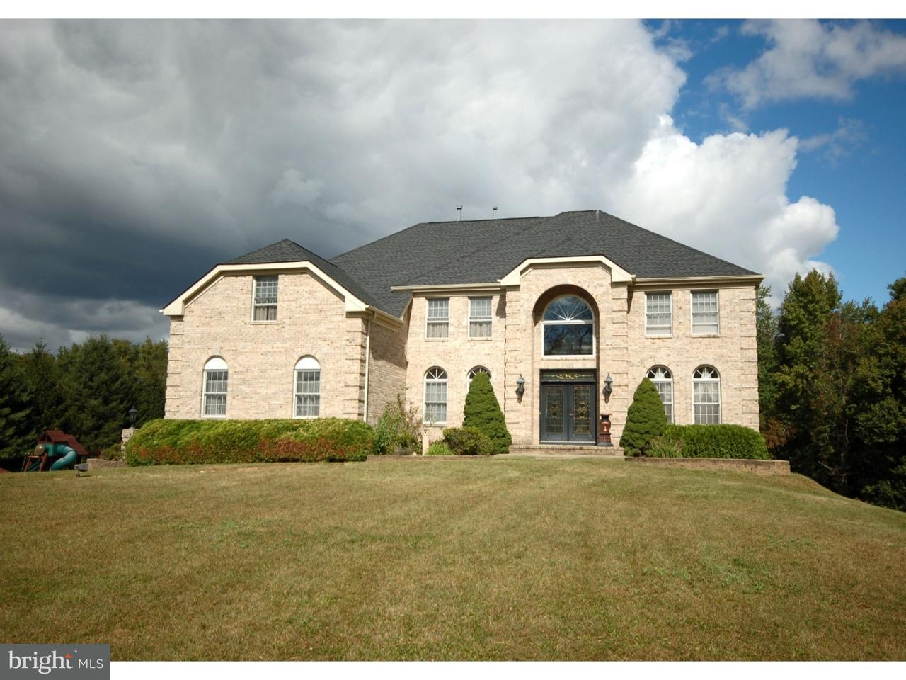 Maison unifamiliale pour l Vente à 2 YEGER Drive Allentown, New Jersey 08501 États-UnisDans/Autour: Upper Freehold Township