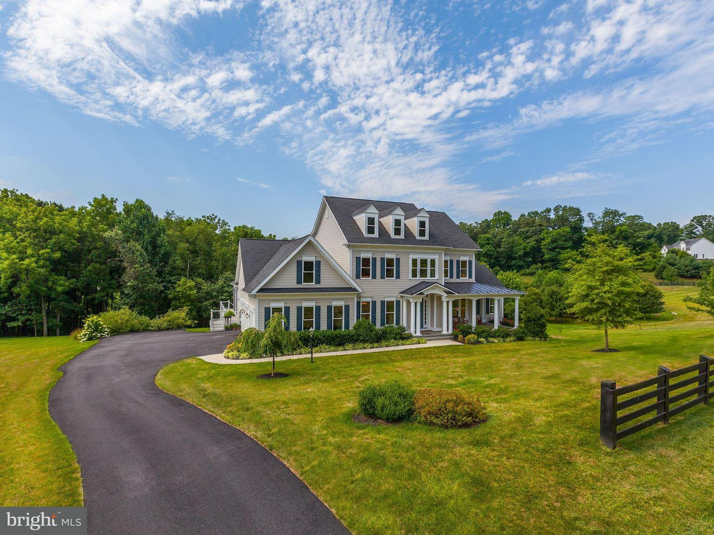 Single Family for Sale at 10153 Sycamore Hollow Ln Germantown, Maryland 20876 United States