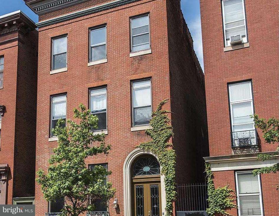 Photo of home for sale at 812 Park Avenue, Baltimore MD