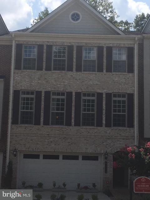 Townhouse for Sale at 7903 Turtle Creek Circle 7903 Turtle Creek Circle Gainesville, Virginia 20155 United States
