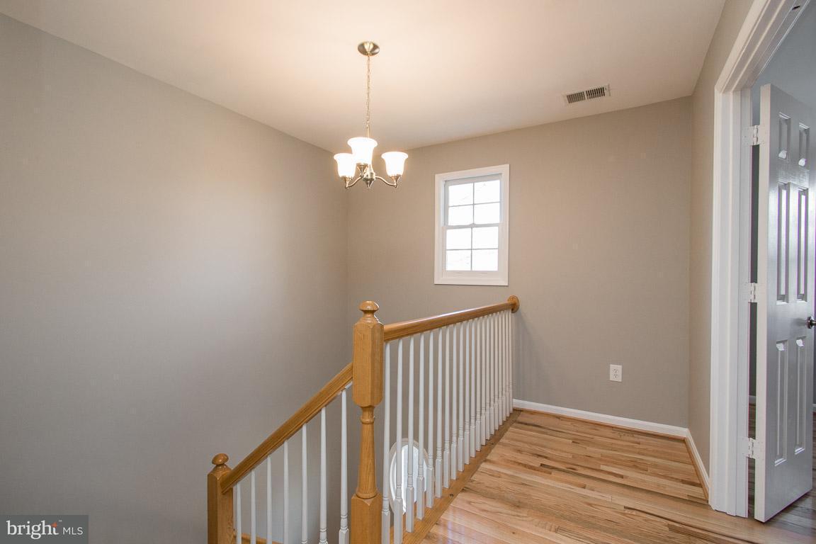 Additional photo for property listing at 3922 Oak Street 3922 Oak Street Fairfax, Virginia 22030 Estados Unidos
