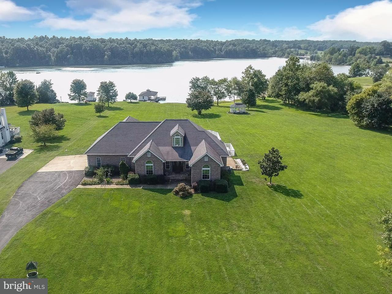 独户住宅 为 销售 在 6834 Lake Pointe Drive 6834 Lake Pointe Drive Mineral, 弗吉尼亚州 23117 美国