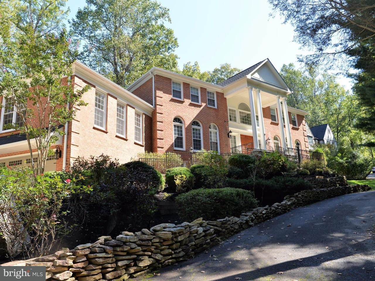Single Family Home for Sale at 827 Swinks Mill Road 827 Swinks Mill Road McLean, Virginia 22102 United States