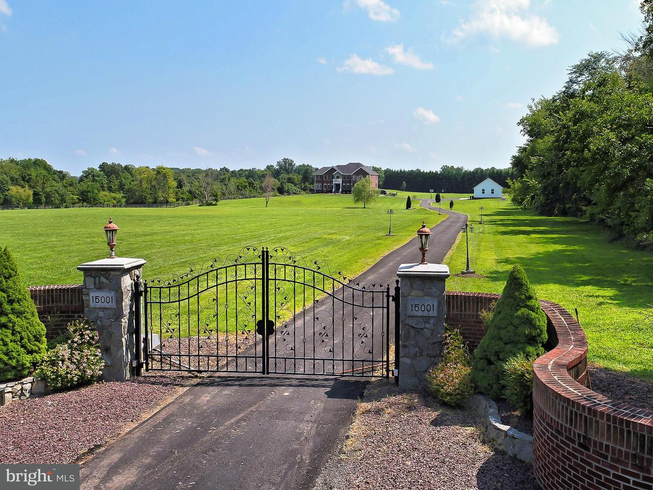 Частный односемейный дом для того Продажа на 15001 Vint Hill Road 15001 Vint Hill Road Nokesville, Виргиния 20181 Соединенные Штаты